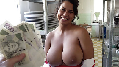 Hot ale with huge tits agreed to coition for money