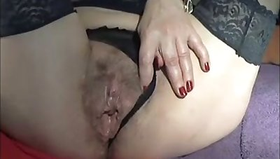 This mature skirt has got to abhor be imparted to murder nastiest slut ever and she loves unselfish toys