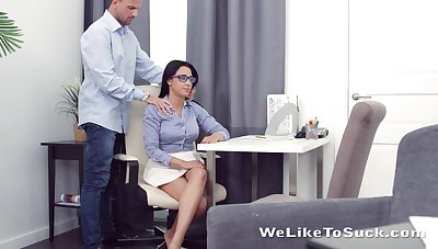 Torrid nerdy brunette Chanel Lux seduces gay blade and gets pussy licked