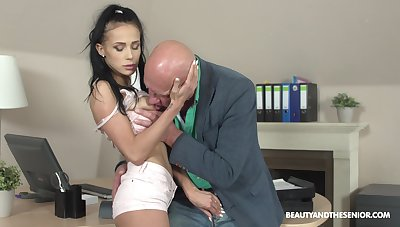 Hot and stunning Nicole Love likes hard sex with older dude on the desk